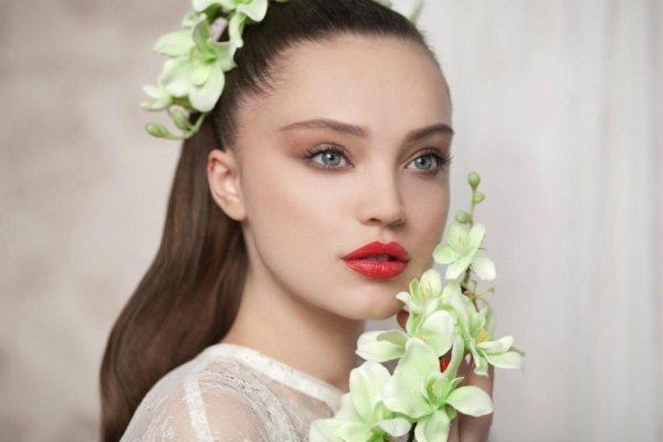 Свадебный макияж с яркими губами